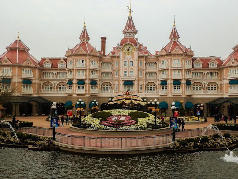 Como viajar barato a Disneyland París.jpg