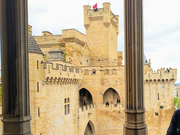 una-visita-al-castillo-de-olite-lo-que-necesitas-saber-antes-de-ir.jpg